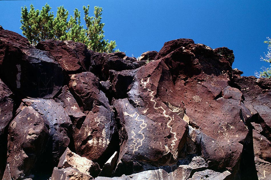 petroglyphs-lacieneguilla-southwest-photo-expedition